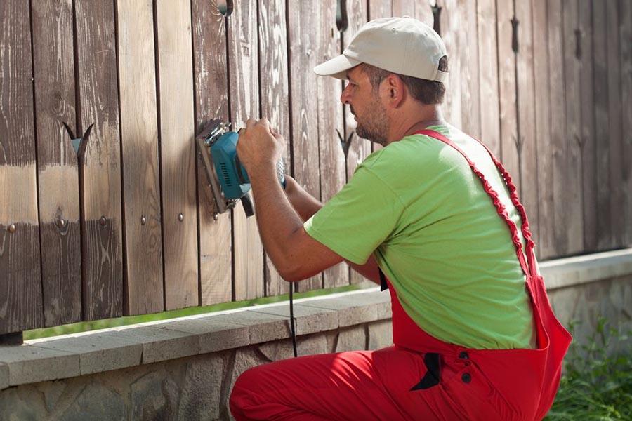 Odnawiamy drewniane ogrodzenie